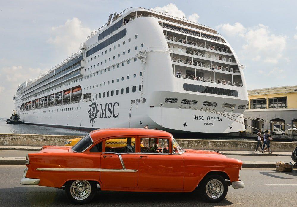 CUBA-TOURISM-CRUISER
